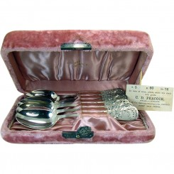 Sterling Spoons Mint in Original Mohair Box - Set of Six