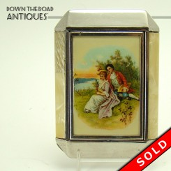 Art Deco ladies compact with depiction of courting couple