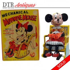 Mechanical knitting Minnie Mouse wind-up toy, mint in the box